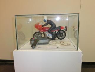 Exposición de juguetes moto radiocontrol