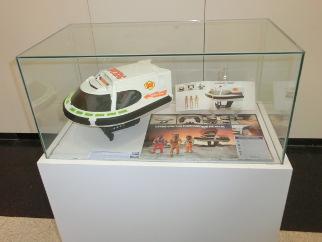 Exposición de juguetes nave madelman