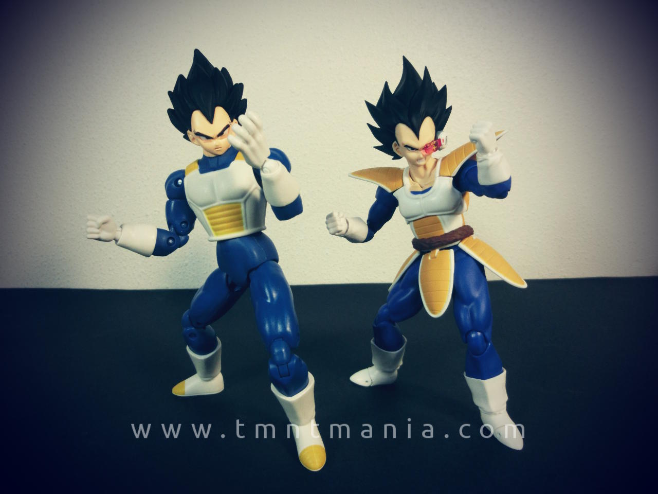 Figuras de SH Figuarts y DS Series de Vegeta en la misma pose