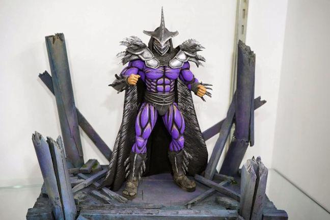 Figura de Super Shredder Neca en un diorama